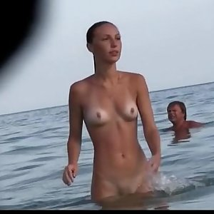 Watch a naked chick at the beach sunburn her hot body