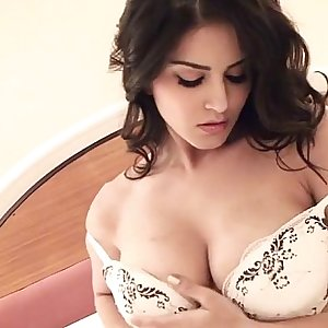Sunny Leone Last Solo Performance as a Porn star - xmeans.com