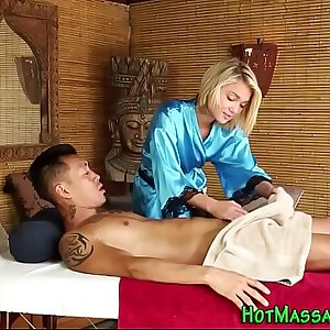 Tiny masseuse gets facial cumshot