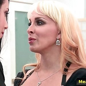 Hot And Mean Lezzies - Like Mother, Dyke Daughter with Holly Halston & Noelle Easton free xxx v