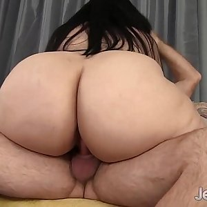 Big ass bounces on fat dick before cum on face