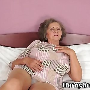 Fat grandma gets jizzed