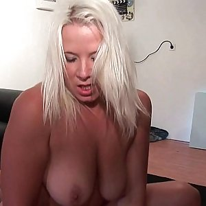 Casting amateur salope blonde demontee en double vaginal