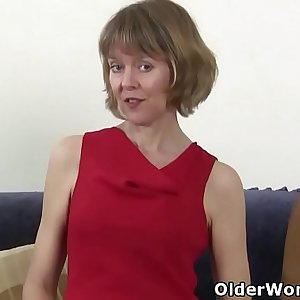 American milf Jacqueline takes care of her wide open pink cunt