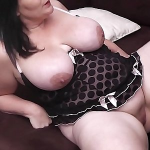 Brunette BBW is pussy licked and doggy-fucked