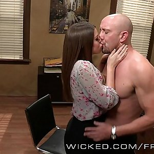 Brooklyn Chase fucks an up and jizzing star