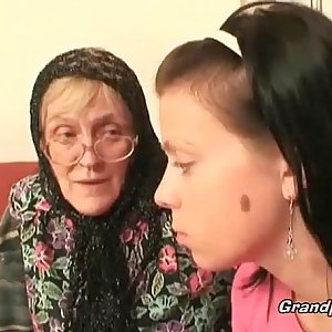Hot babe helps granny to deep-throats a cock