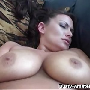 Chesty amatuer Leslie masturbates her trimmed pussy