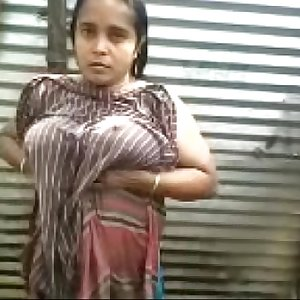 Indian Desi aunty bare-chested outdoor bath capture - Wowmoyback