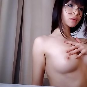 Adorable girl doing some webcam display - www.lovelycam.eu