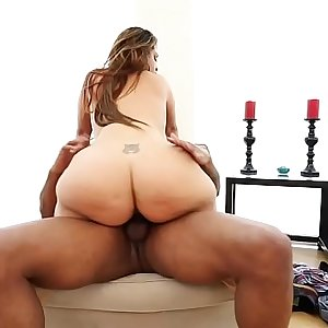 miss raquel gives dru hermes a warm welcome to miami