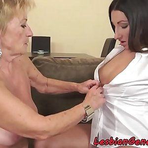 Bigtit stunner pussylicked by saggy grandma