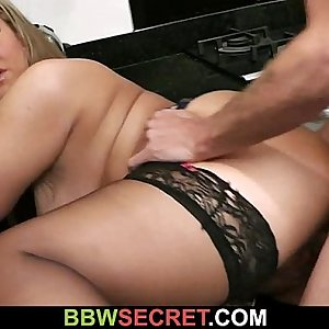 Married stud bangs BBW at the kitchen
